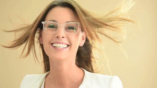 Donna-occhiali